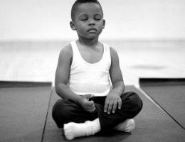 lecole-a-remplace-les-heures-de-colle-par-la-meditation-et-cela-a-donne-des-resultats-phenomenaux
