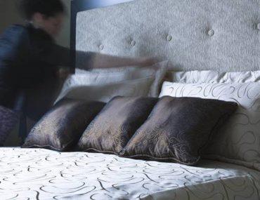 cet-expert-en-nettoyage-met-en-garde-contre-le-fait-de-faire-votre-lit-le-matin