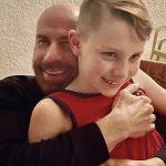 john-travolta-rend-un-hommage-bouleversant-a-son-fils-pour-son-10eme-anniversaire