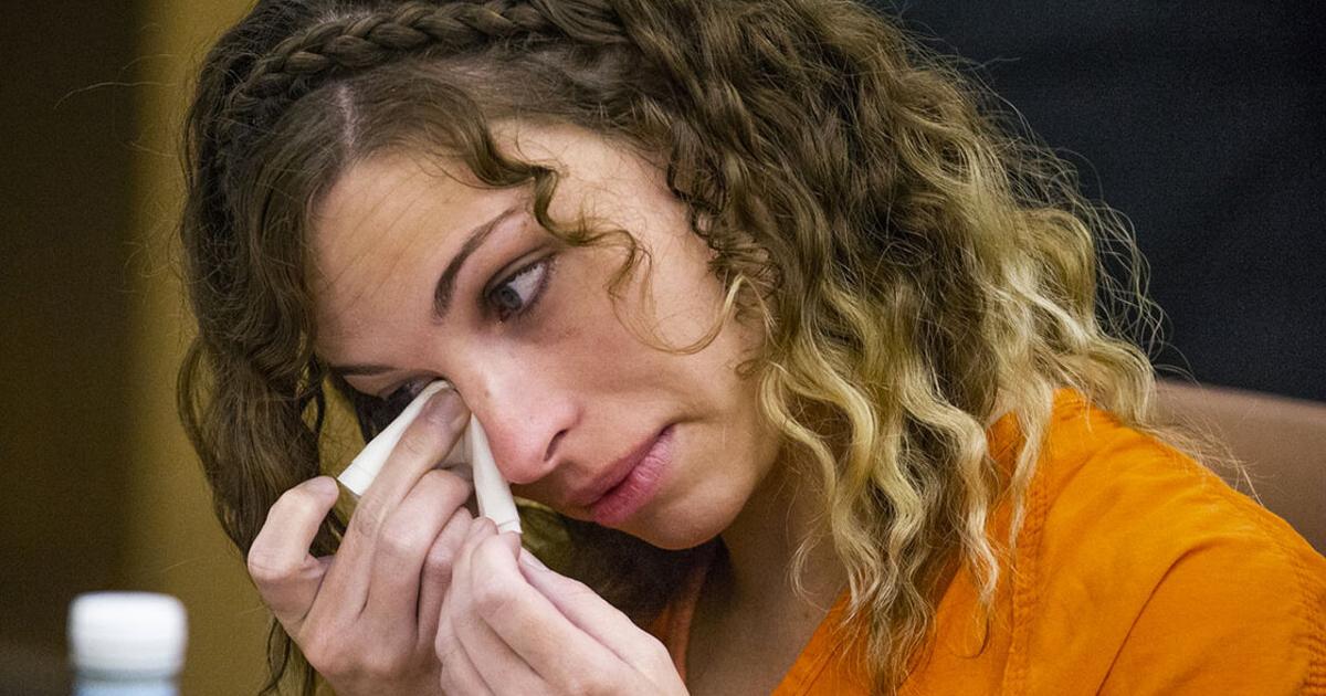 cette-enseignante-viole-un-garcon-de-13-ans-pendant-quun-autre-eleve-surveiller-devant-la-porte