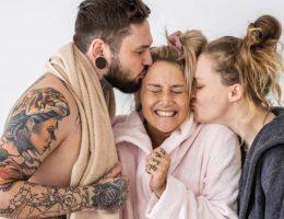 un-mari-approuve-que-sa-femme-soit-tombee-amoureuse-dune-autre-femme