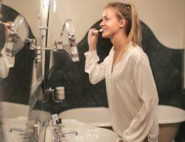 ce-medecin-explique-pourquoi-vous-devriez-vous-brosser-les-dents-avant-le-petit-dejeuner