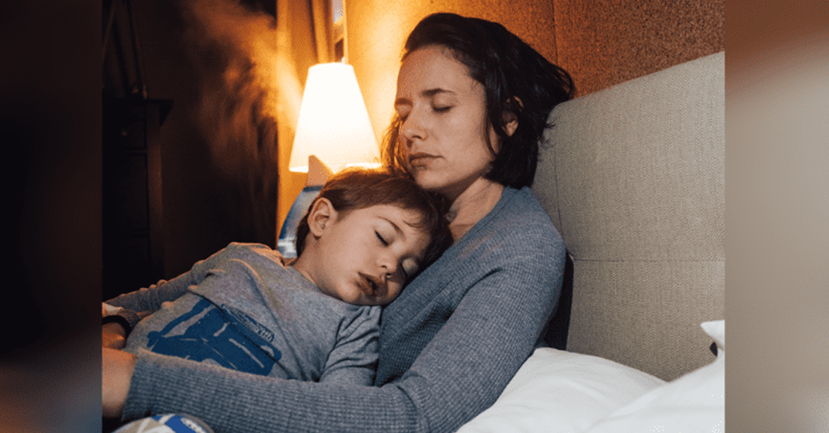 ce-garcon-de-8-ans-dormait-a-cote-de-sa-maman-enceinte-sans-savoir-quelle-etait-morte