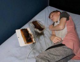 les-parents-et-les-pompiers-lancent-un-avertissement-apres-que-la-tablette-de-ce-petit-garcon-ait-pris-feu-pendant-son-sommeil