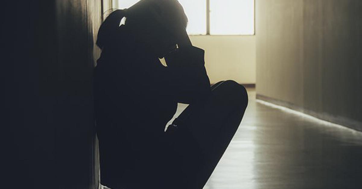 cette-assistante-sociale-assiste-au-mariage-dune-jeune-fille-terrifiee-de-15-ans-avec-son-agresseur