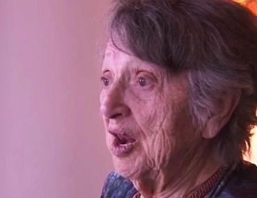 cette-femme-solitaire-passe-69-ans-a-croire-que-son-bebe-est-mort-ne-entend-une-voix-dire-je-ne-suis-pas-mort